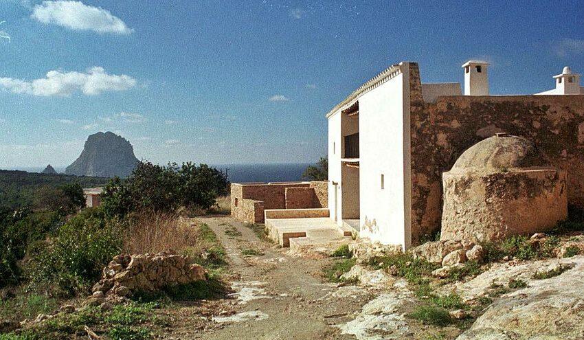 Medio Ambiente archiva la tramitación de una mansión de 800 m2 en Cala d'Hort – Diario de Ibiza