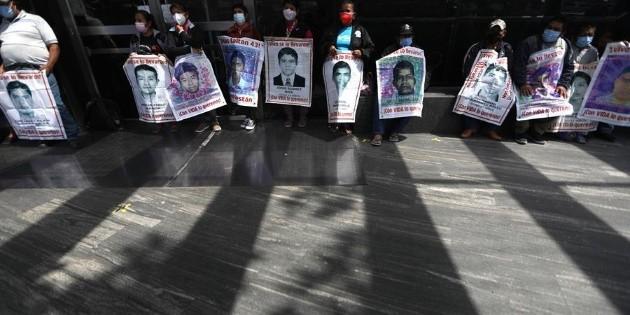 """""""La FGR es un elefante reumático"""", reclaman padres de normalistas a AMLO"""
