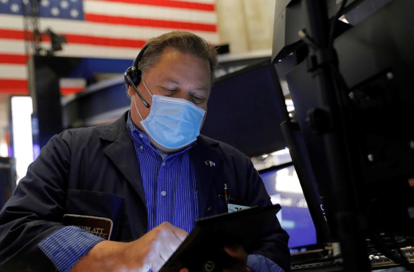 Wall Street cierra dispar; Nasdaq y S&P 500 caen presionados por tecnológicas