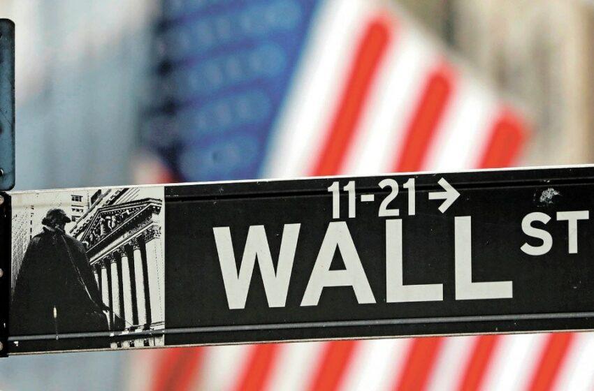 Wall Street cierra mixto, pero avanza marginalmente en la semana