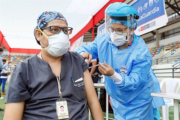 Minsa aprueba aplicación de tercera dosis contra el virus