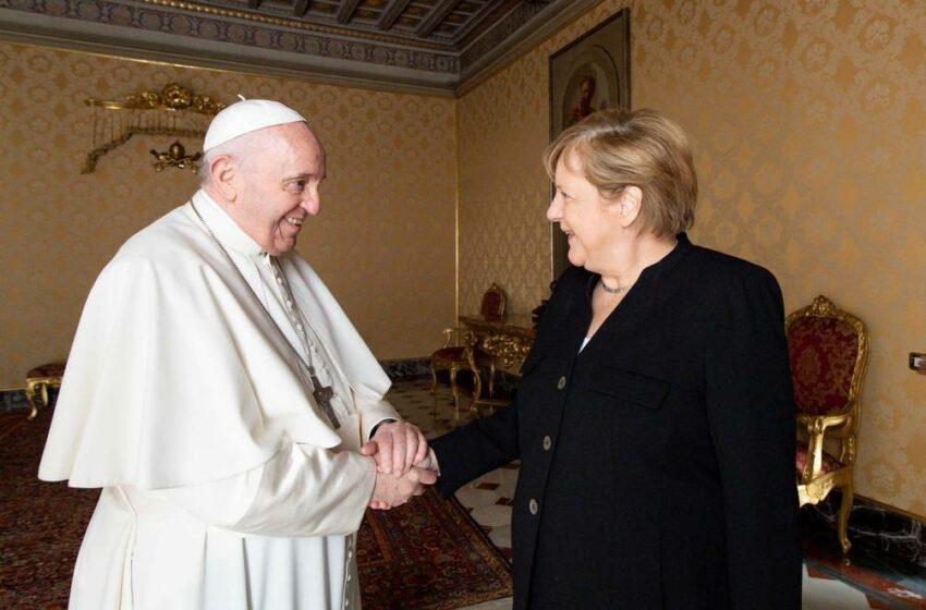Angela Merkel habló de desafíos internacionales y el clima en su despedida del papa Francisco