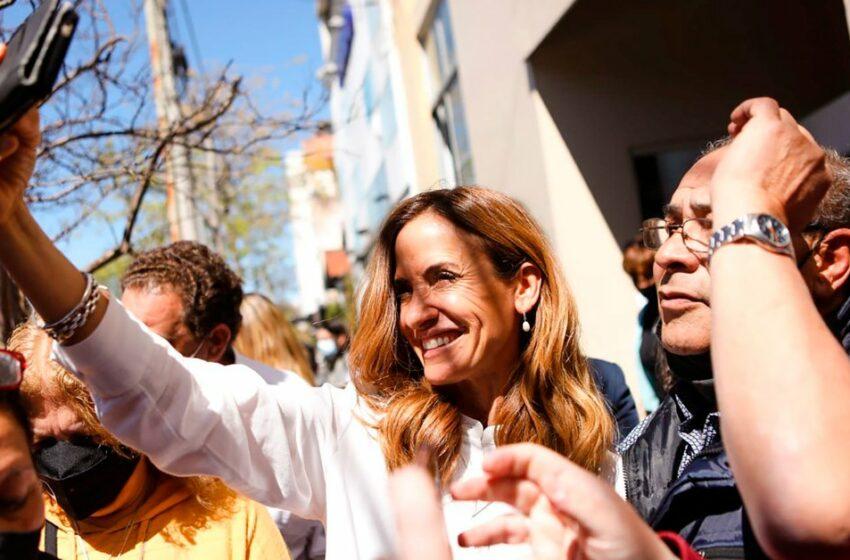 Menos exposición mediática y más recorridas: cómo es la campaña de Tolosa Paz para revertir el resultado de las PASO