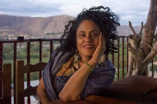 La poeta zapoteca Natalia Toledo recibe reconocimiento de la Fundación Borchard