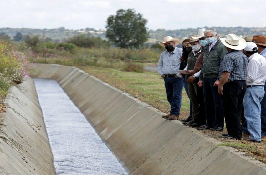 Entrega Alfredo del Mazo canales para uso de productores agrícolas y ganaderos – Debate