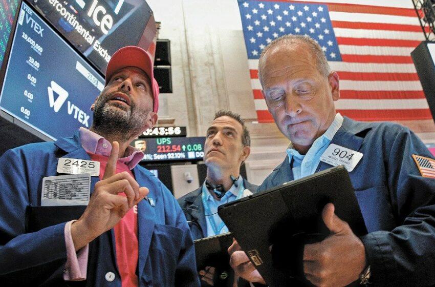 Wall Street avanza tras dato de solicitudes de apoyo por desempleo y acuerdo sobre deuda de EU