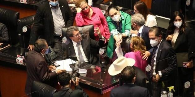 Morena y PAN chocan en el Senado por desabasto de medicamentos