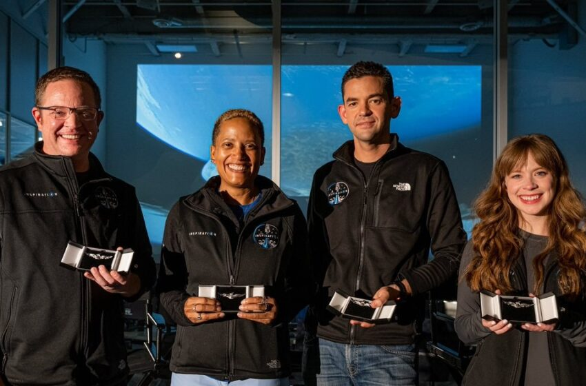 Tripulación civil del Inspiration4 de SpaceX obtiene sus alas de astronauta
